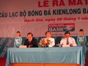 IMG 0267 300x225 Thành lập câu lạc bộ Bóng đá kiên Long Bank Kiên Giang